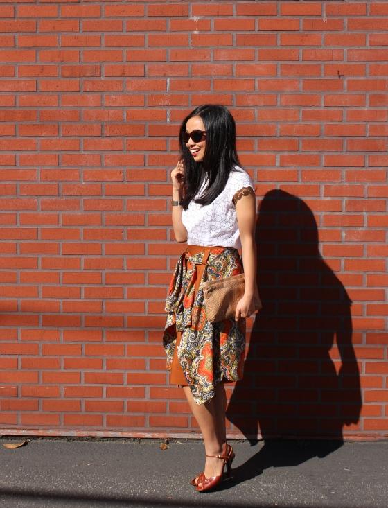 fashion trend OOTD shirt around waist